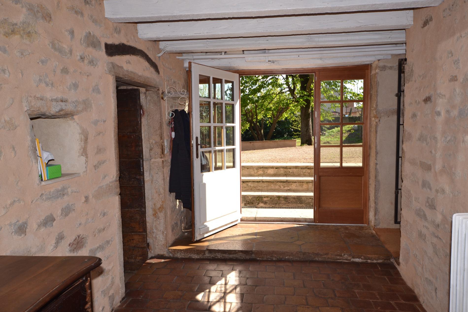 vente villefranche sur saone maison en pierre 280 m terrain de 1725 m dont une parcelle construc. Black Bedroom Furniture Sets. Home Design Ideas