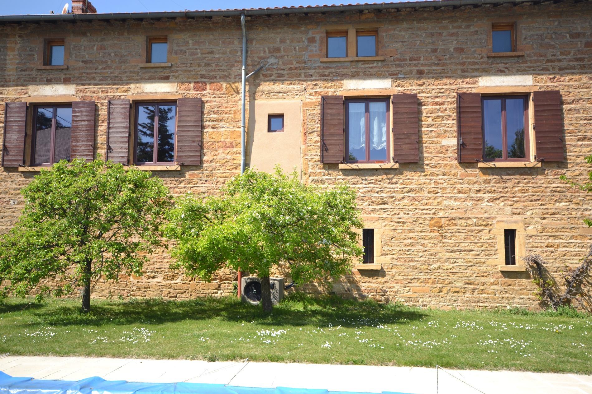 vente villefranche sur saone maison pierres dorees 250 m h dependances ammenageables. Black Bedroom Furniture Sets. Home Design Ideas